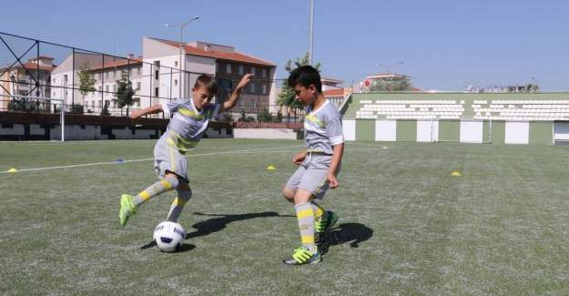 Manisa Büyükşehir Belediyespor'un Kış Spor Okulları kayıtları başladı.