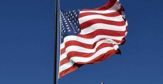 ABD Büyükelçiliği'ne Türkçe pankart asıldı