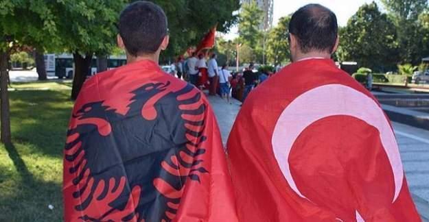 Arnavutluk'tan Türk bayrağı için önemli karar