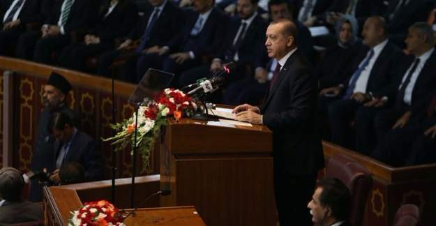 Erdoğan'ın Pakistan'daki konuşmasında ilginç anlar yaşandı