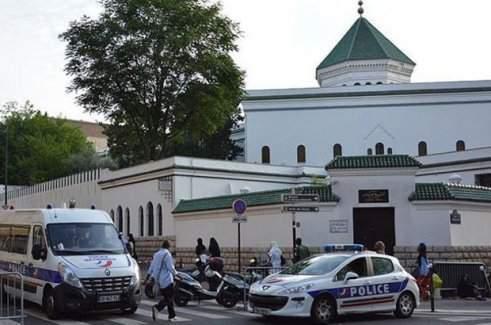 Fransa'da camiler kapatılıyor