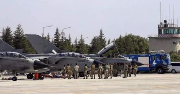 Hava Kuvvetleri'ne FETÖ operasyonu: 60 gözaltı