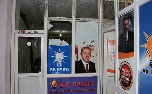 Van'da AK Parti ilçe binasına bombalı saldırı!