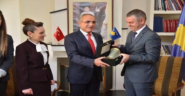 """Yalçın Topçu: """"Türkiye-Kosova,Kosova-Türkiye'dir."""""""