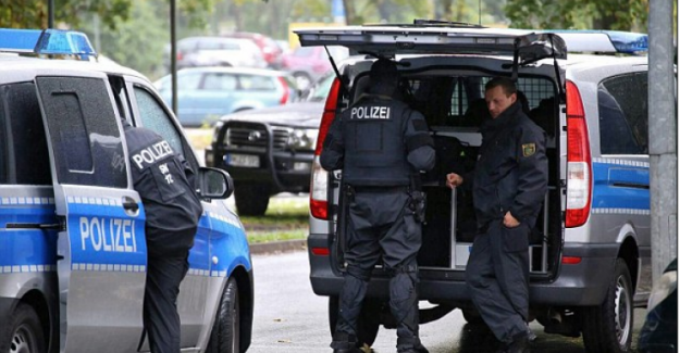 Almanya'da 1.8 tonluk bomba alarmı: On binlerce kişi tahliye edildi