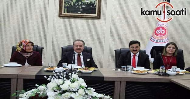 Elmadağ Belediyesi Yönetimi Gözden Geçirme Toplantısı düzenledi.