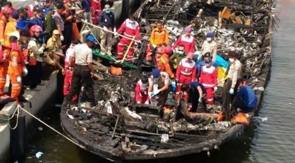 Endonezya'da tatil feribotu yandı