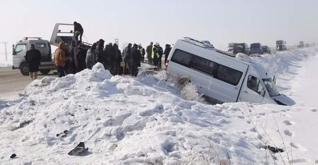 Erzurum'da zincirleme kaza: 32 yaralı
