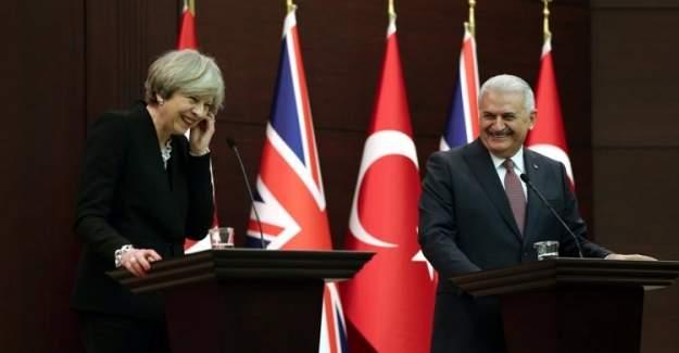İngiliz basını Theresa May'i eleştirdi, Binali Yıldırım'ı övdü