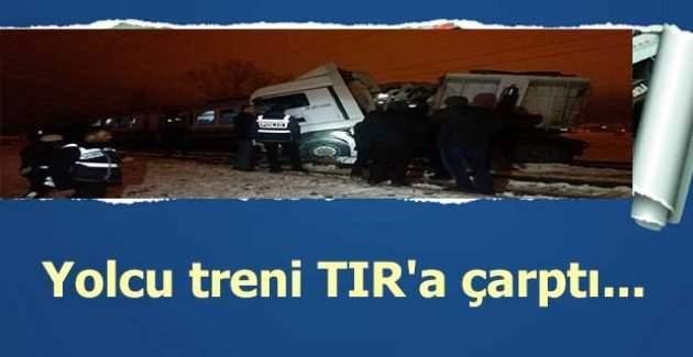 Kütahya'da yolcu treni TIR'a çarptı, ölü ve yaralılar var