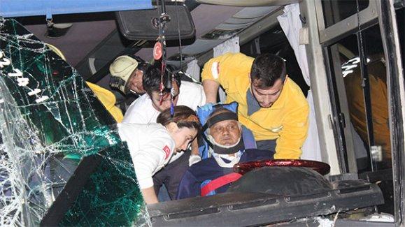 Denizli'de öğrenci servisi kaza yaptı, 25 yaralı