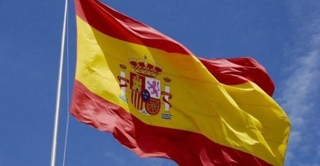 İspanya'dan örnek başörtü kararı