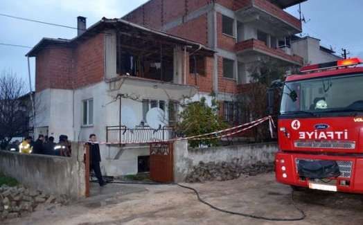 Manisa'da çıkan yangında bir bebek hayatını kaybetti