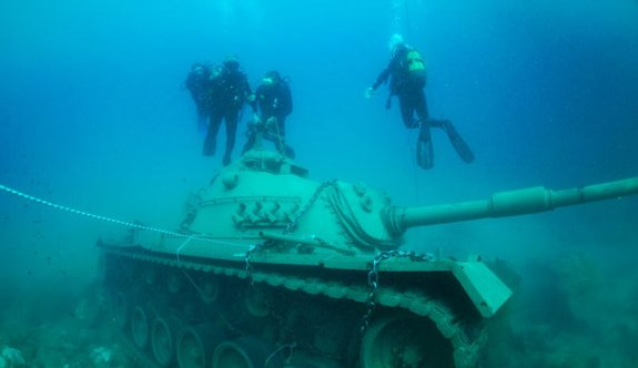 Antalya'da 45 tonluk tank 5 metre derinlikte
