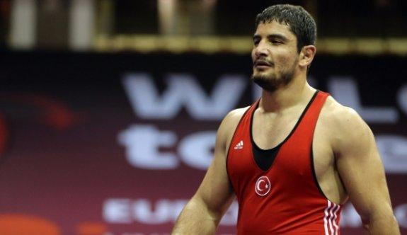 Taha Akgül Avrupa Güreş Şampiyonası'nda altın madalya kazandı