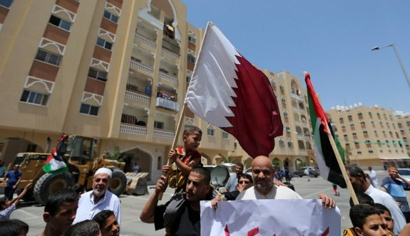 Katar'la ilişkisini bir ülke daha kesiyor