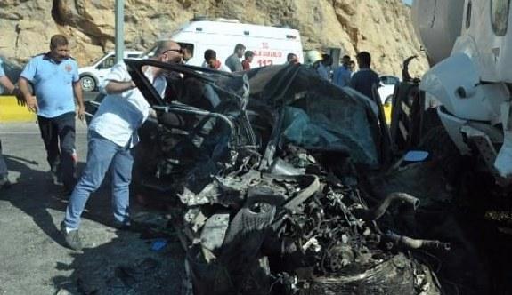 Mardin'de korkunç kaza! 2 ölü 13 yaralı