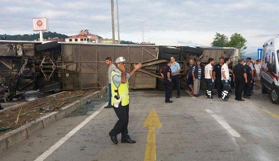 Giresun'da öğrencileri taşıyan tur otobüsü devrildi