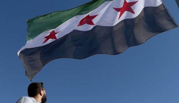 Türkiye sınırında ''devrim bayrağı''