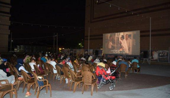 Ankaralılar açık hava sinemasının tadını çıkarıyor