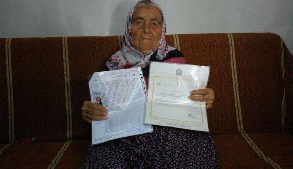 Afife Özmen mal varlığını Mehmetçik Vakfı'na bağışladı