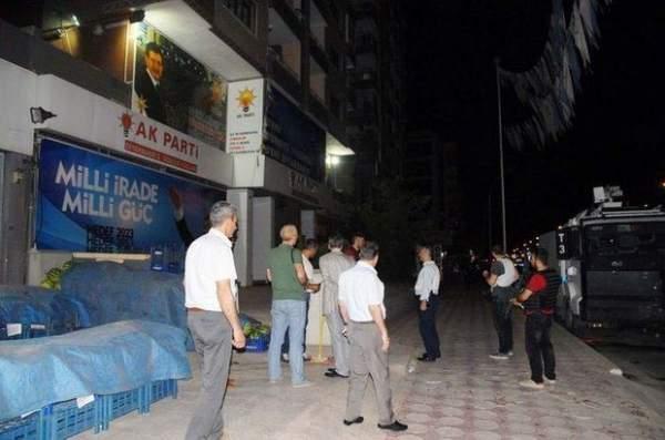 AK Parti Diyarbakır İl Başkanlığı'na bombalı saldırı