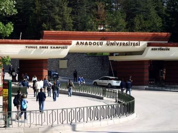 Anadolu Üniversitesi'nde afiş kavgası
