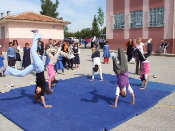 Kütahya'da beden eğitimi dersi öğretmenleri isyanda