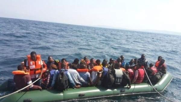 Ege açıklarında mülteci botlarına saldırılar