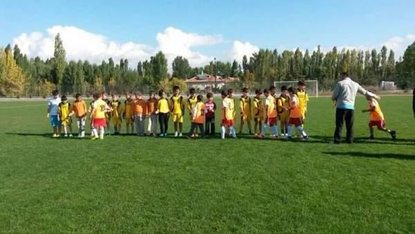 Elmadağ Minikler Futbol Cumhuriyet Kupası'nda final heyecanı