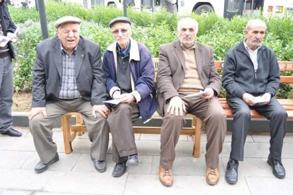 Emekliler İntibak ve Zam Bekliyor