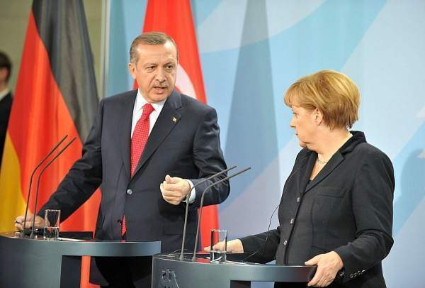 Erdoğan ve Merkel 'külfet paylaşımı' hakkında konuştular