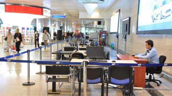 Havalimanlarında ilk oylar kullanıldı