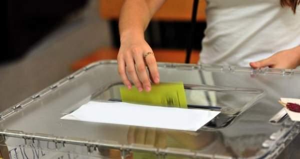 İngiltere'de Türk seçmenler sandığa akın etti