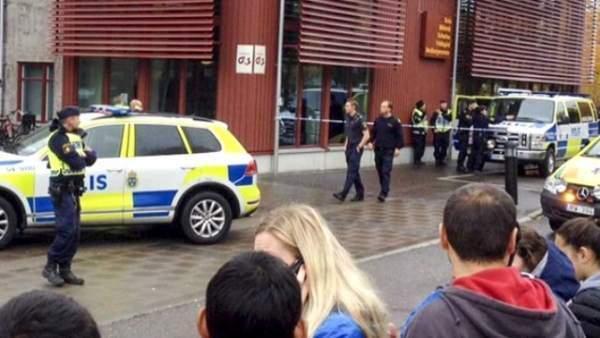 İsveç'te okula kılıçlı saldırı