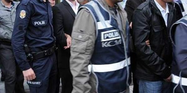 İzmir\'de \'paralel\' operasyonu