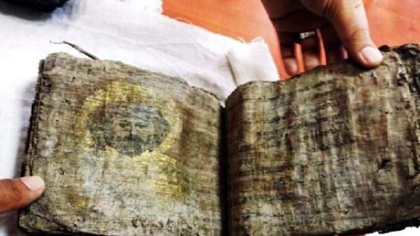 Kaçakçıların evinden 1000 yıllık İncil çıktı