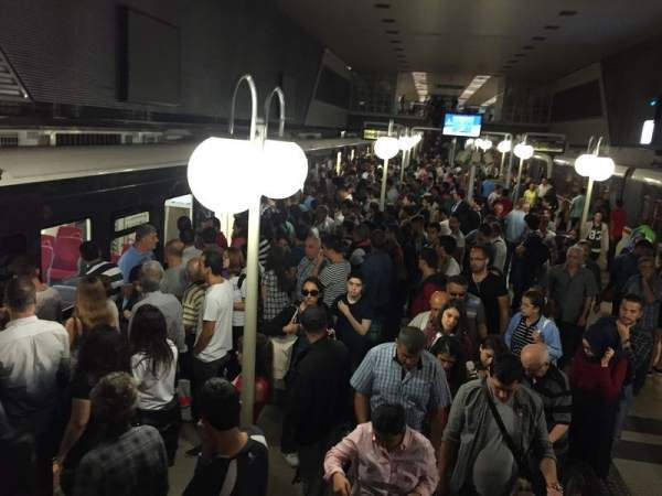 Metro Arıza Yaptı, İzmir'i Çileden Çıkarttı