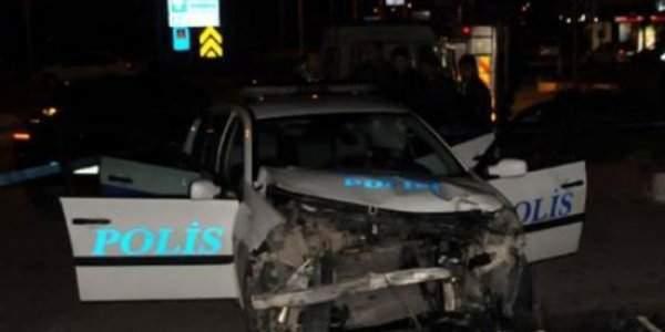 Polis Aracı Kaza Yaptı Yaralılar Var