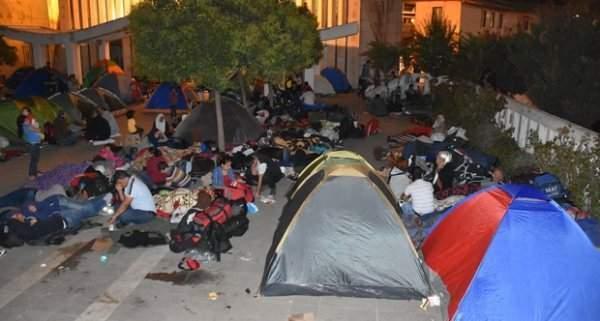 Sığınmacıların Otogar Bekleyişi Sürüyor