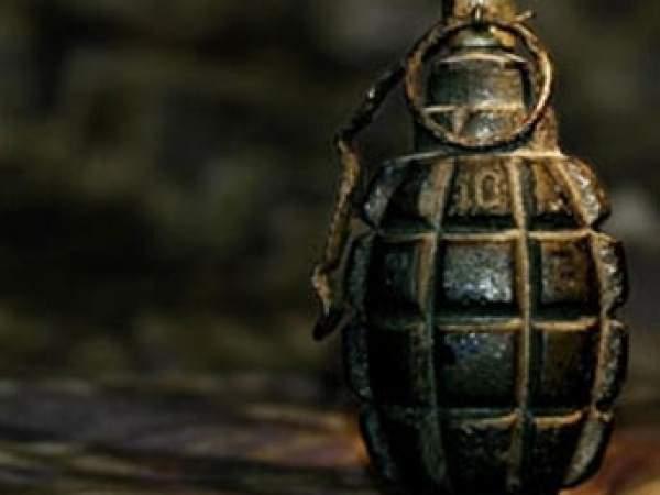 Takipteki teröristler polis aracına bomba attı