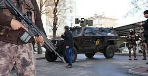 2 terörist polis üniformasıyla yakalandı