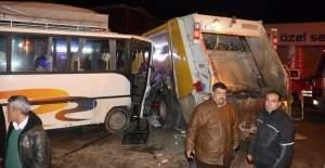 Adana#039;da trafik kazası: 15 yaralı