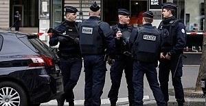 Paris'te bir cami zorla tahliye edildi