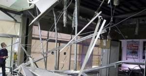 AVM'de asma tavan çöktü