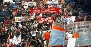 Binlerce kamu çalışanları Fransa'da yürüdü