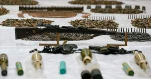 Silah ve mühimmat taşıyan 3 İngiliz sınırda yakalandı