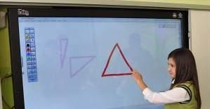 58 bin sınıfa daha akıllı tahta