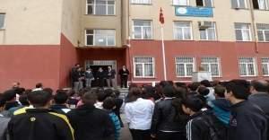 Diyarbakır'da bir öğrenciyi dövdüğü iddiasıyla sosyal bilgiler öğretmenine idari soruşturma açıldı
