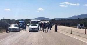 Soma-Kırkağaç'da teröristler sivil araçları hedefledi!